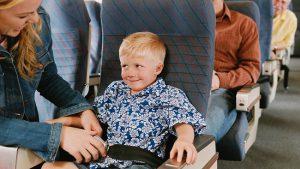 Quy định của các hãng hàng không về trẻ em đi máy bay