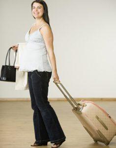 Phụ nữ mang thai có được và nên đi máy bay?