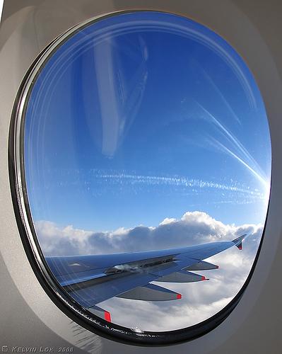 """Để  trả lời cho câu hỏi """"vì sao cửa sổ máy bay có hình bầu dục?"""""""