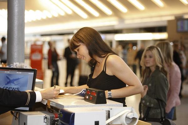 Thời gian làm thủ tục tại sân bay được quy định như thế nào?