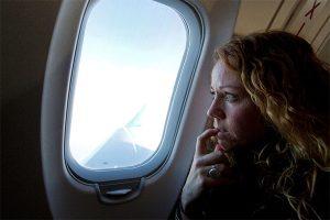 Tại sao nên mở cửa sổ khi máy bay cất và hạ cánh?