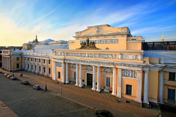 ve may bay di Saint Petersburg gia re