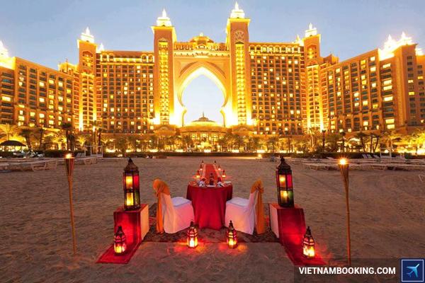 ve-may-bay-di-dubai-hang-qatar-airways-5-13-11-2015