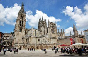 Chiêm ngưỡng 10 nhà thờ Gothic đẹp nhất châu Âu