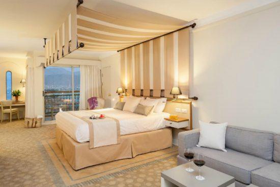 Khách sạn Trung Đông