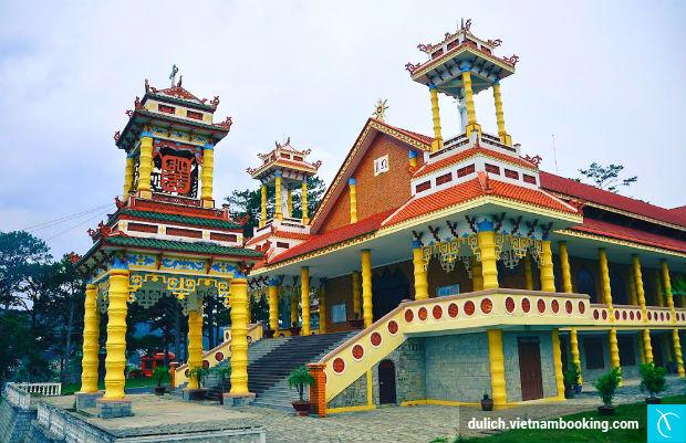 Kham-pha-nhung-nha-tho-dep-nhat-Da-Lat-1-9-5-2017