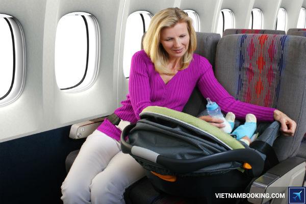 nhung cau hoi thuong gap khi cho tre di may bay Vietnam Airlines 1