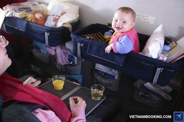 quy dinh cua Vietnam Airlines doi voi tre duoi 2 tuoi - 2