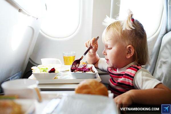quy dinh cua Vietnam Airlines doi voi tre duoi 2 tuoi - 3
