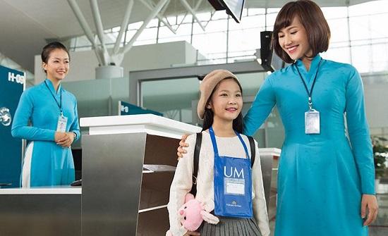 trẻ em đi máy bay vietnam airlines một mình