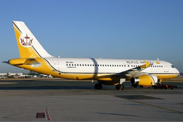 ve may bay Brunei Airlines 1