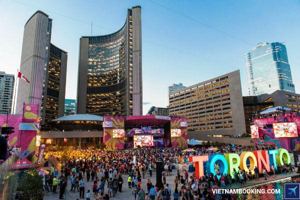 mua-he-soi-dong-cung-ve-may-bay-di-Toronto-Canada-30-06-2017-1