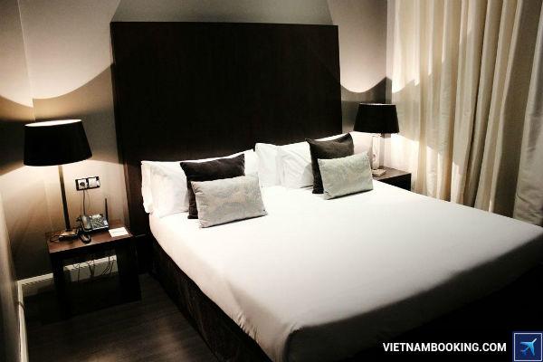 Mua-ve-bay-tu-Ha-Noi-di-Barcelona-sieu-re-tai-Vietnam-Booking-22-7-2017-3