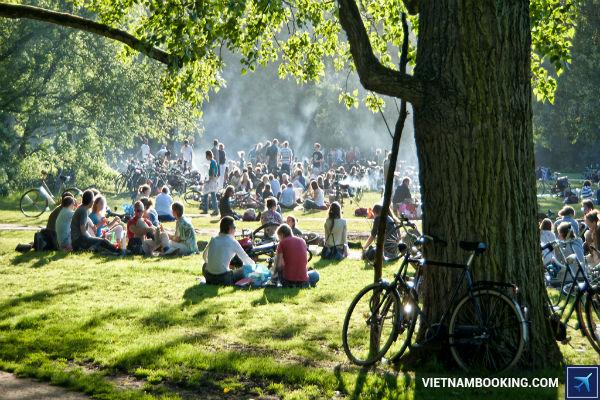 bay-amsterdam-cung-ve-may-bay-sieu-re-10-7-2017-3