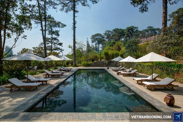Khách sạn có hồ bơi thư giãn trong nhà ở Đà Lạt