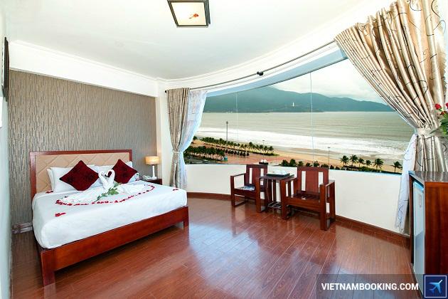Khách sạn nằm gần cầu sông Hàn