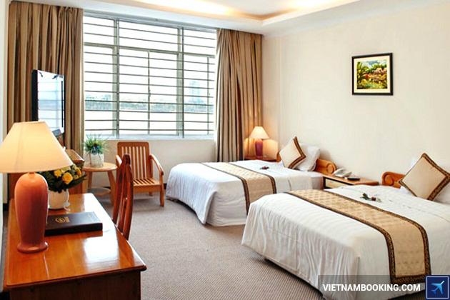 Khách sạn nằm trên đường Bạch Đằng Đà Nẵng