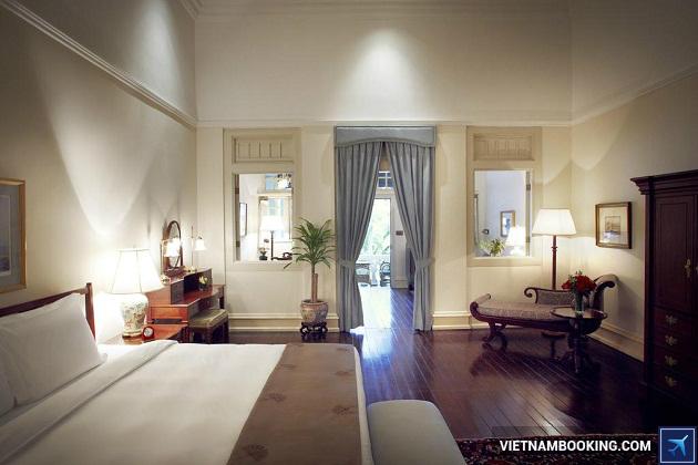 Khách sạn lâu đời nhất ở Singapore