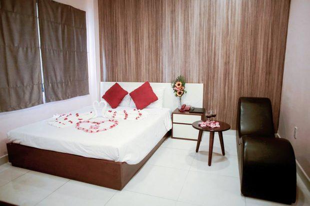 Khách sạn tình nhân Peace Hotel