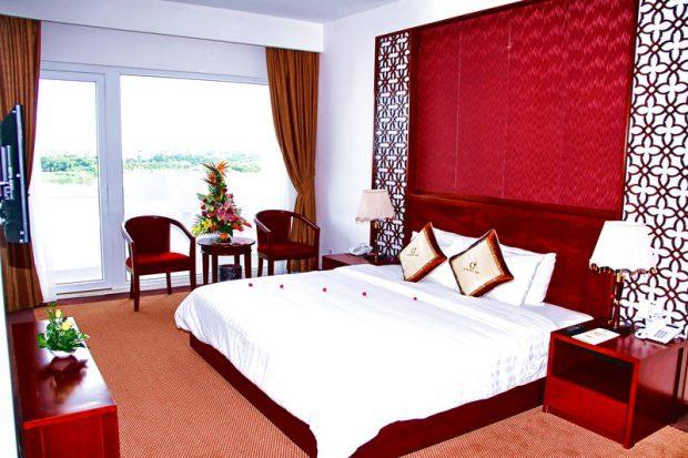 Phòng khách sạn Century Riverside Huế