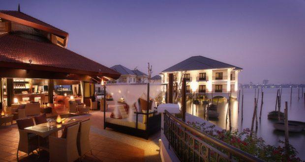khách sạn InterContinental Hanoi Westlake lãng mạn