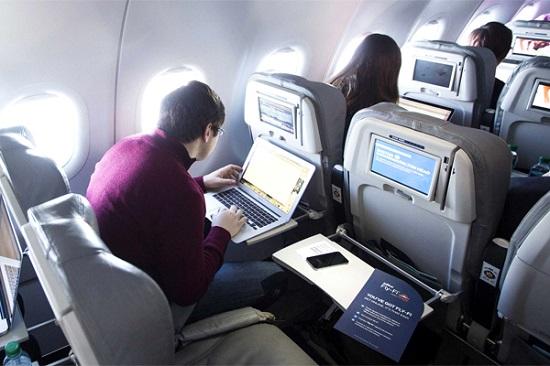 đi máy bay hãng nào có wifi