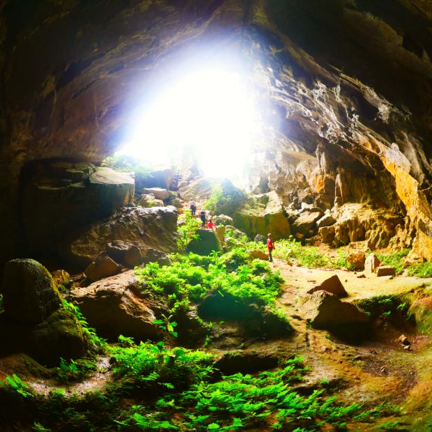 Tour du lịch Quảng Bình 3 ngày 2 đêm: Khám phá hệ thống hang Tú Làn