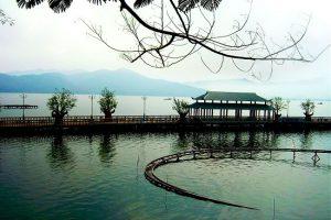 """Săn vé máy bay giá rẻ đi """"TRỐN"""" đến huyền thoại Hồ Núi Cốc"""