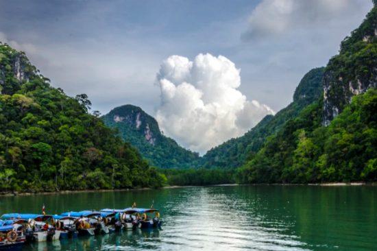 có nên đi du lịch malaysia một mình