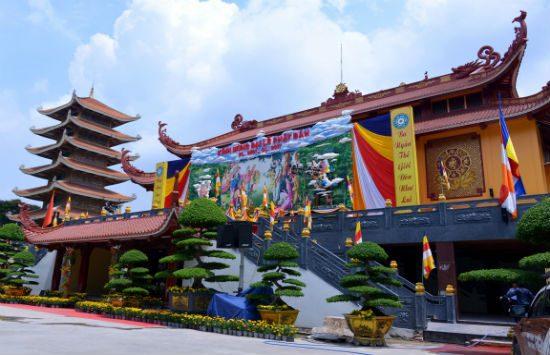 du lịch sài gòn thăm viếng 5 ngôi chùa cổ dịp đầu năm