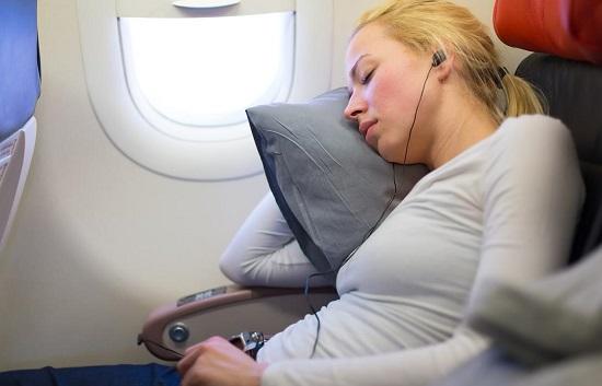 cần lưu ý gì khi bay một mình trên các chuyến quốc tế