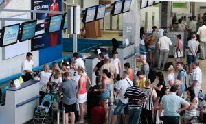 Cần lưu ý gì khi đi một mình trên các chuyến bay quốc tế?