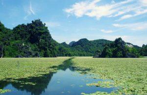 Chiêm ngưỡng vẻ đẹp Hồ Quan Sơn với vé rẻ đi Hà Nội tháng 2