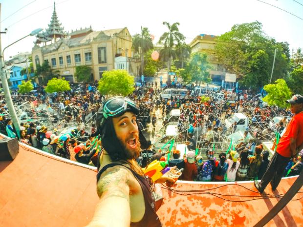 Lễ hội té nước ở Myanmar