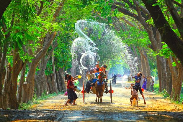 du lịch Myanmar lễ hội té nước