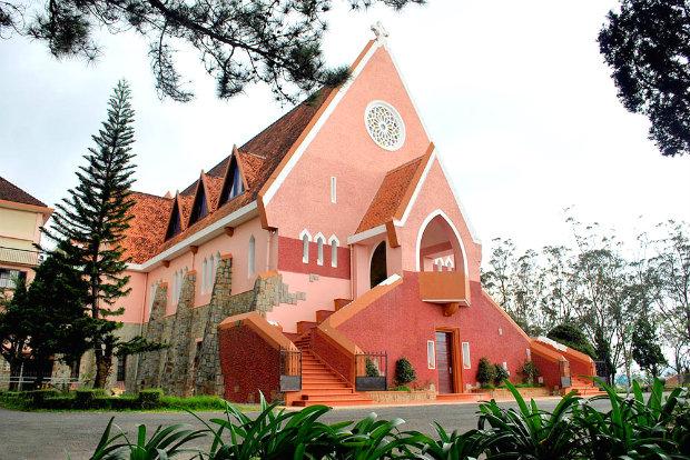 Nhà thờDomain de Marie, Đà Lạt - tour du lịch đà lạt 4 ngày 3 đêm