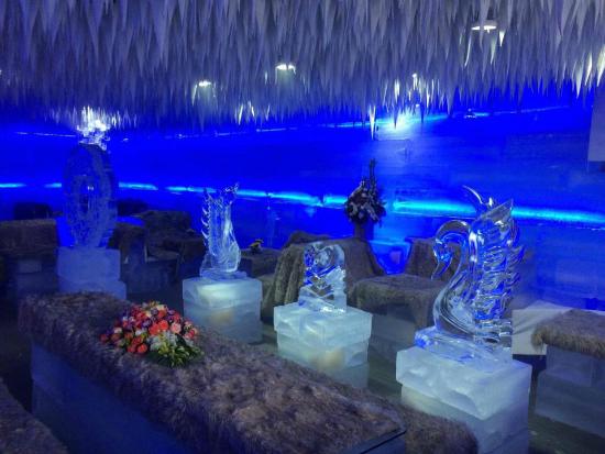 Phong cách độc đáo của quán cà phể băng