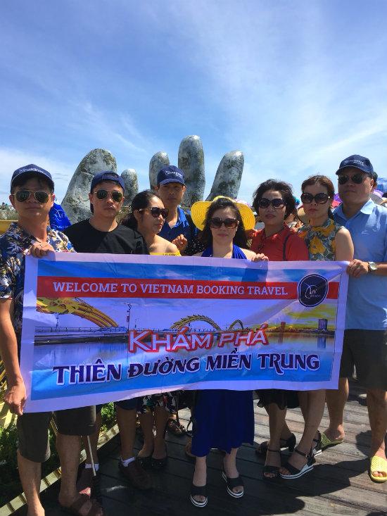 Đoàn khách của công ty du lịch tphcm Vietnam Booking du lịch Đà Nẵng