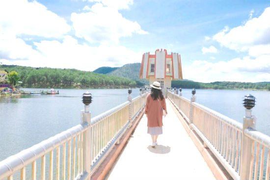 Hồ Tuyền Lâm cảnh đẹp