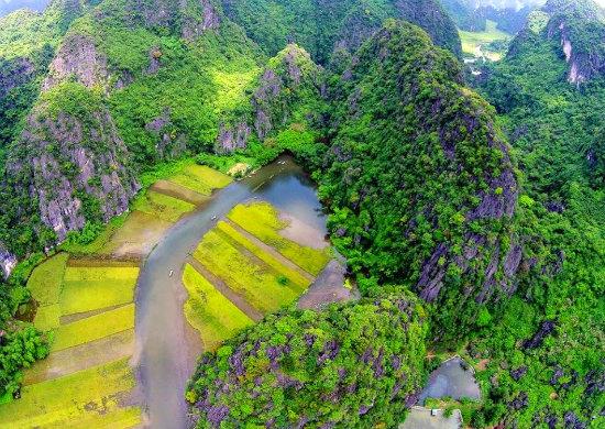 https://www.vietnambooking.com/wp-content/uploads/2018/06/ngo-ngang-truoc-canh-dep-trang-an-tam-coc-mua-lua-chin-14-6-2018-9.jpg