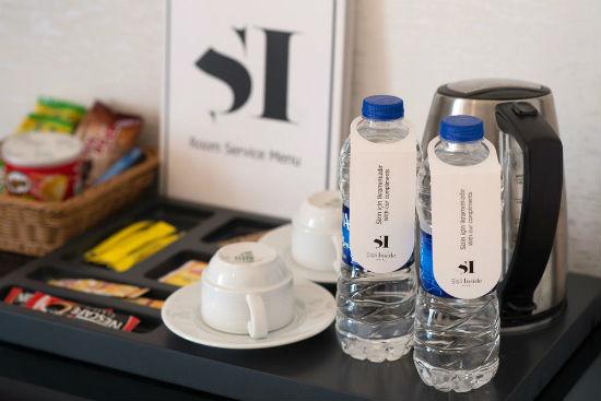 Nước suối, trà túi lọc và cà phê gói đươc phép mang đi