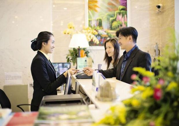 Mang theo CMND để check in khách sạn