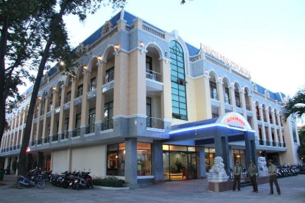 Khách sạn Quy Nhơn nằm ở trung tâm thành phố