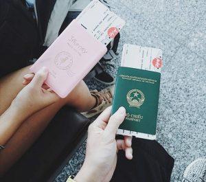 Đi máy bay cần mang theo những giấy tờ gì?