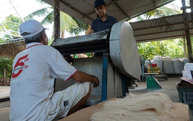 Thăm làng nghề làm hủ tiếu truyền thống