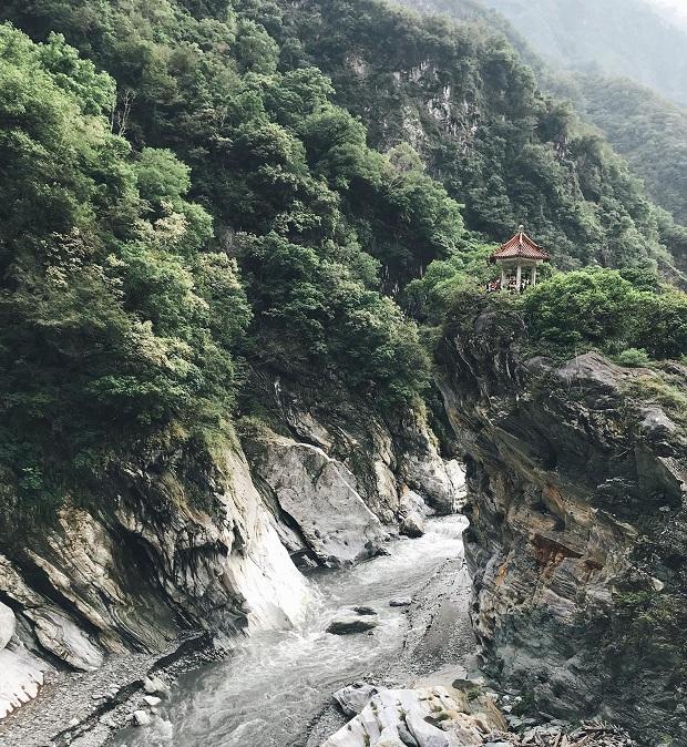 Thiên nhiên núi rừng hùng vĩ
