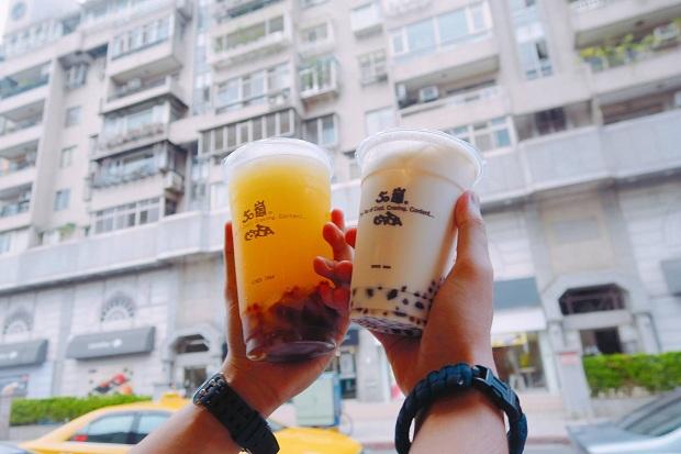 50 Lan - thương hiệu này rất thịnh hành ở Đài Loan nên đi đâu các bạn cũng sẽ dễ dàng tìm thấy. Uống rất ngon, vị trà thanh mình rất thích, chọn trân châu nhỏ nhé mình thấy trân châu nhỏ ngon hơn, giá 1 ly như trong hình có 30 NTD thôi, là tầm 22k thôi