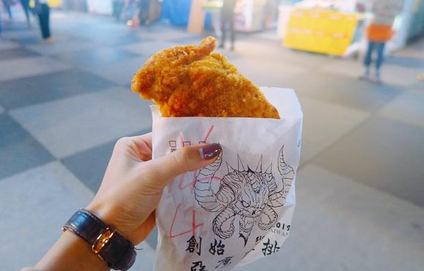 Gà chiên Đài Loan - món này không thể bỏ qua, cứ tưởng khôngcó gì đặc biệt nhưng ăn vào là ghiền ngay