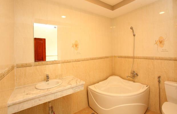 Phòng tắm tại khách sạn Cà Mau Long Tỵ