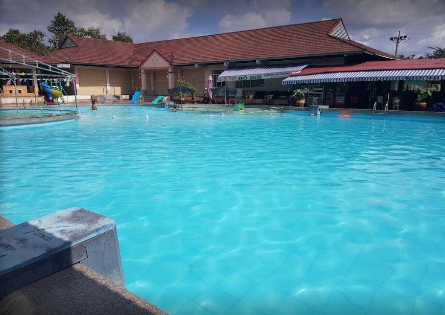 Hồ bơi khách sạn Hậu Giang Bông Sen